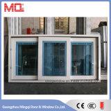 Aluminiumwindows mit aufgebaut in den Vorhängen