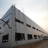 Struttura d'acciaio con pareti sottili del blocco per grafici chiaro per il workshop con il comitato solare del tetto