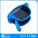 Het vouwen van de Hete Zonnebril van de Kinderen van de Verkoop