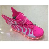 De Toevallige Schoenen van de Sport van de Manier van kinderen met de LEIDENE Tennisschoenen van Lichten, Joggers