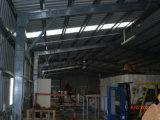Almacén de la estructura de acero con el panel de emparedado de la fibra de vidrio