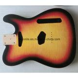終わった光沢はかえでの上のAlderの遠いギターボディを炎にあてた