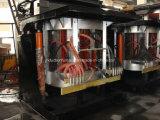 溶けるアルミニウムスクラップるつぼ炉を傾ける