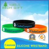 Incandescenza promozionale resa personale nel Wristband scuro del silicone di Debossed con il marchio speciale