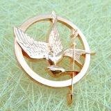 顧客用切り取られた金属のローズの金の鳥の折りえりPin