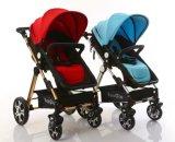 Faltender europäischer Baby-Spaziergänger mit Auto-Sitz