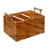 La caja de madera medianas con mango de metal dorado
