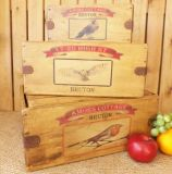 Boîte de rangement en bois rustique pour la cuisine ou le jardin avec l'impression couleur