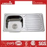 下水管のボードが付いている台所の流し、ステンレス鋼の流し、流し