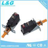 Le tact de puissance électrique 16d'un interrupteur à bouton poussoir