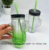 Immagazzinamento in di vetro il contenitore del succo di frutta del vaso di muratore del campione libero con la tazza di vetro del coperchio del metallo con la maniglia