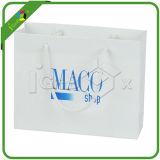 Pequeñas bolsas de papel para el regalo
