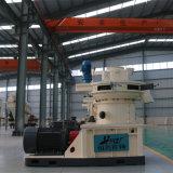 El aserrín de pellets de madera que hace la máquina