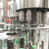 [8000بف] [مينرل وتر] يملأ [بكينغ مشن] لأنّ زجاجات بلاستيكيّة