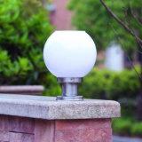 屋外Iのワットライトセンサーの球の形のゲートの庭の中庭の装飾のための太陽柱のゲートランプを防水しなさい