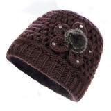 Шлем зимы человека способа основной связанный