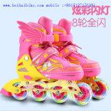 Zapatos de los cabritos que contellean, patinaje de rodillo