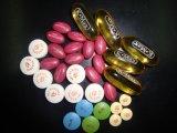 Het kleine Tellen van de Drugs en van het Suikergoed van de Partij en Bottelmachine