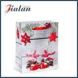 cadeaux en bois de Noël de type estampés par 4c bourrant le sac de papier d'achats