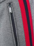Pantaloni a strisce del lato di modo degli uomini