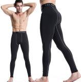 適性の体操をトレインするボディービルの皮のタイツのズボンによっては人が喘ぐ