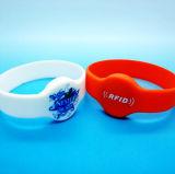 Wristband de borracha esperto clássico gravado do bracelete RFID do silicone 1K do logotipo 13.56MHz MIFARE
