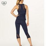 Le signore Capri misura Gymwear ansima i pantaloni stretti di esercitazione