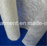ガラス繊維によって切り刻まれる繊維のマット