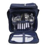 2食事用器具類およびクーラーコンパートメントが付いている人によって絶縁されるピクニック袋