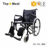 Cadeira de rodas manual cromada padrão do hospital do frame de aço para enfermos