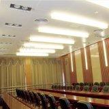 معدن عادة - يجعل سقف مع تصميم زاويّة