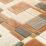 La pared coloreada cuadrado de la cocina de los materiales de construcción embaldosa el mosaico de cristal