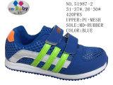 Numéro 51987 le gosse de chaussures de bébé chausse des chaussures de sport de Velcro