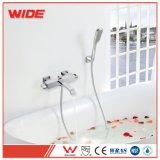 Robinet de taraud de mélangeur de baignoire de salle de bains de chrome de support de mur