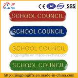 2018 Comercio al por mayor insignia del consejo escolar de forma personalizada con el esmalte de colores