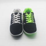 決め付けられた軽い女性か人通気性のスポーツの靴