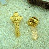 Таможня конструировала умирает пораженный значок Pin формы ключа золота Matt