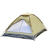 2 personnes pliant la tente campante utilisée