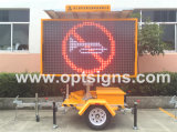Road Side Security Traffic Display Portátil ao ar livre Variable Message Sign Vms Full Color Mobile LED Sign Trailer