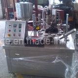 Завалка пробки прокатанной пластмассы и машина запечатывания