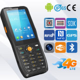 Calcolatore mobile Android tenuto in mano di Ruged di codice a barre della raccolta di dati