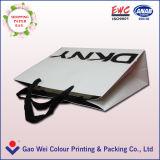 Bolsa de papel material del uso que hace compras y del papel