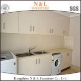 N & L projeto da casa para o quarto de lavanderia impermeável do gabinete branco
