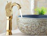 Mezclador de oro de lujo de cobre amarillo del lavabo del cisne