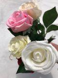 가정 훈장 인공 꽃 결혼식 꽃다발을%s 실크 꽃이 아름다운 인공적인 로즈에 의하여 꽃이 핀다