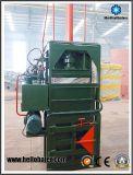 不用なリサイクルのための費用有効油圧縦のペーパー梱包機