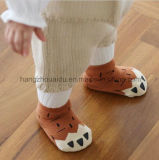 Популярно для носок экипажа Anti-Slip младенца рынка уютных пушистых
