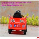 Paseo eléctrico de los cabritos en los coches con Maserati en alta calidad