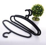 Тонкая вешалка пластмассы одежды вешалки костюма PP материальная черная
