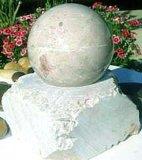 彫像-石造りの球